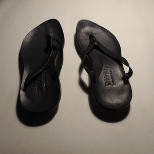 cydwoq black leather sandal size 39